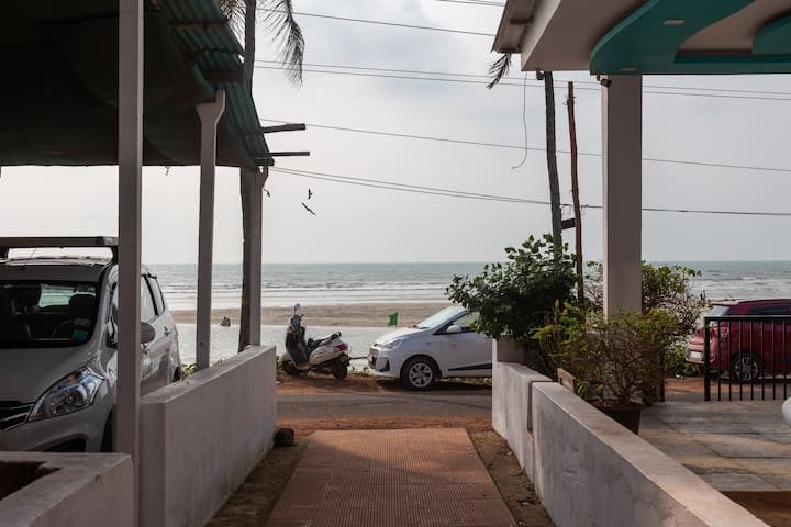 Britto's  Villa   2 bedroom house on Ashvem, Beach