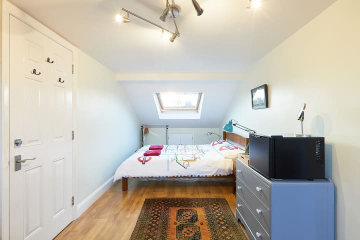Double room in a family house with a garden
