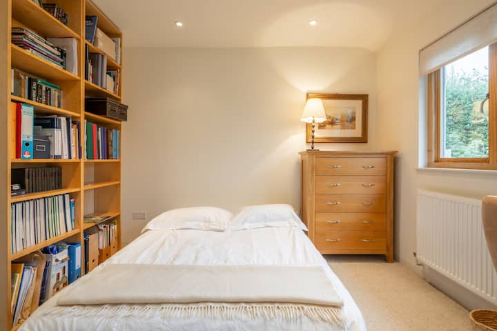 Bedroom with ensuite and bike shed, West Cambridge