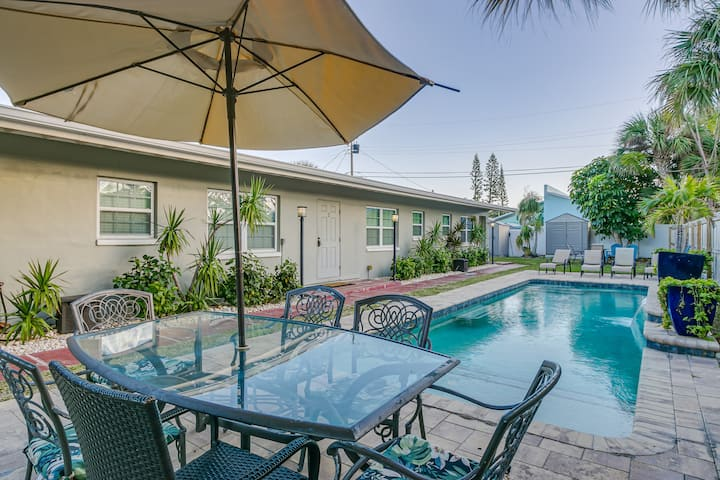 Entire Villa: Sleeps 16, Heated Pool, East of A1A