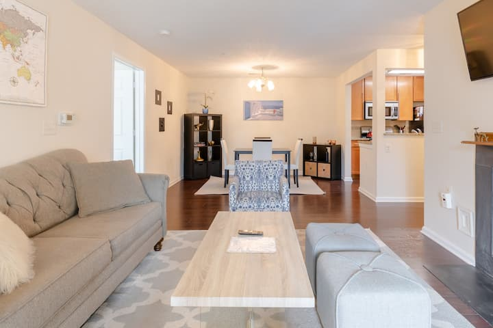 Modern Apt in Ideal Location - Downtown Crown
