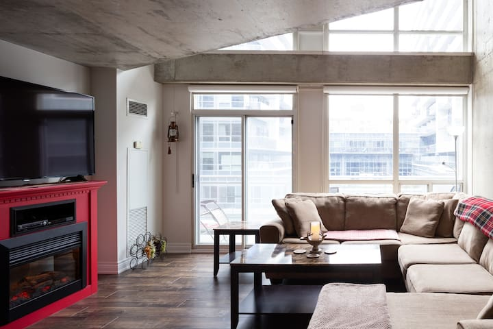 ⭐Toronto Downtown Loft⭐5 Star Long Term Stay