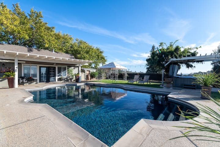 Sacramento Valley Hilltop Villa Pool House