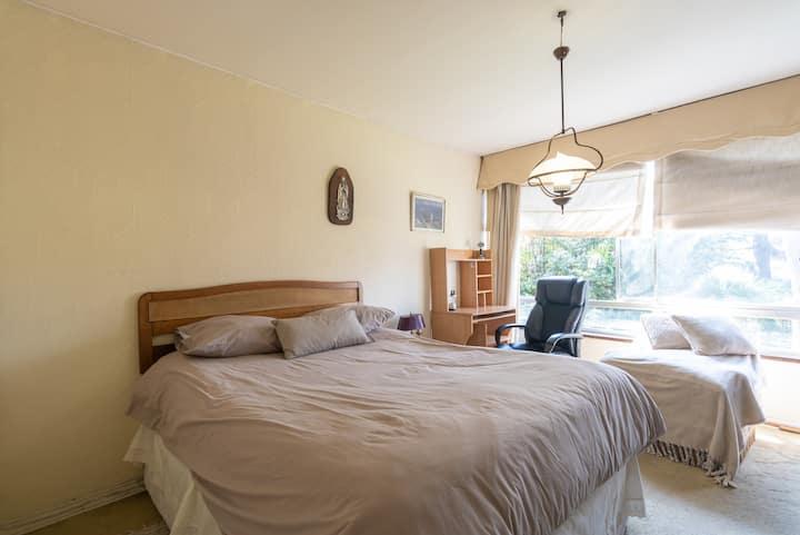 Hermoso dormitorio en condominio