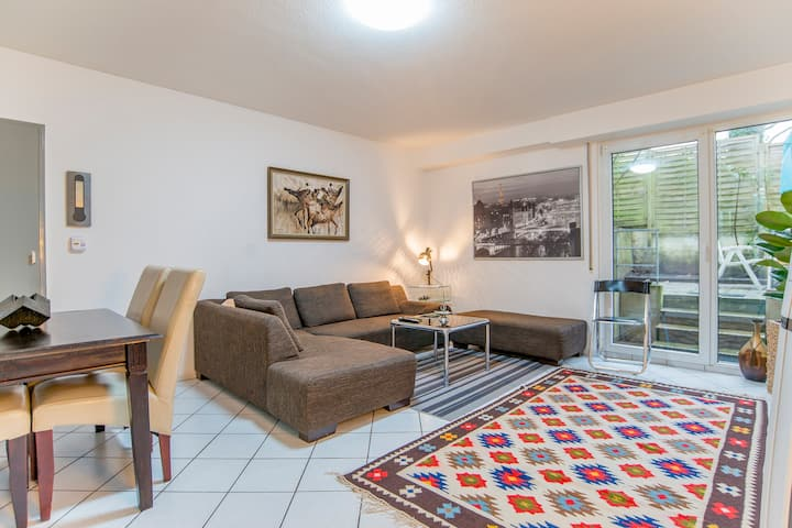 2 Zimmer Ferienwohnung mit Terrasse im Erdgeschoss