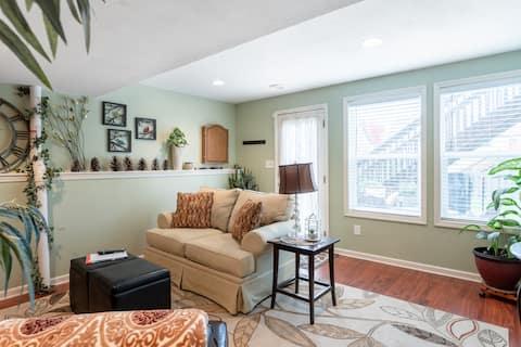 Cozy walk-out basement apt / 2 Beds & Kitchenette