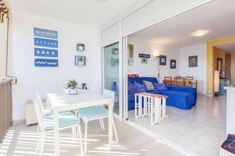 Apartment with incredible sea views to the beach