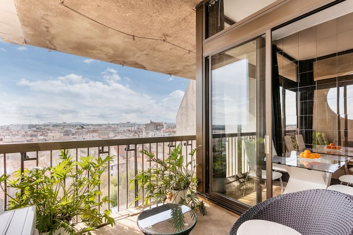 Loft comedie great view with private parking