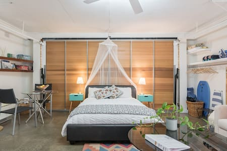 Salmon Hall: Self Contained Studio Cronulla South