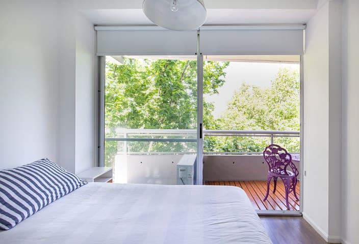 Bedroom Minimalist & Comfortable Room (Queen Bed)