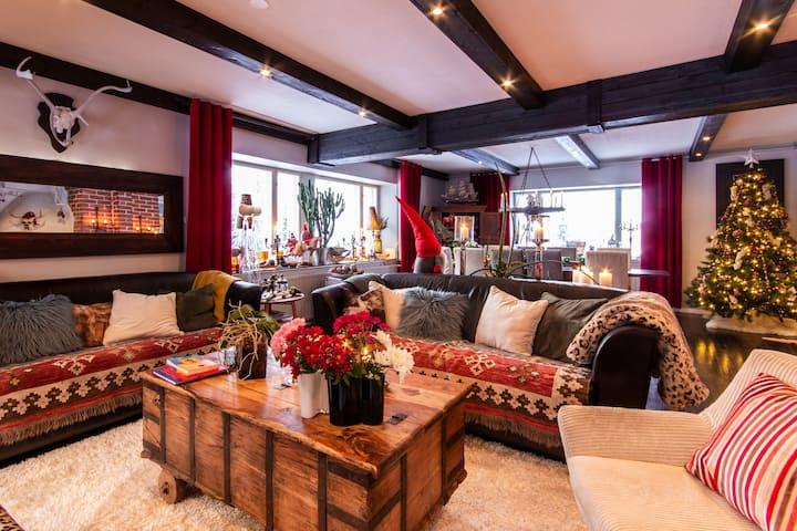 Santa's Secret Home - Room 1