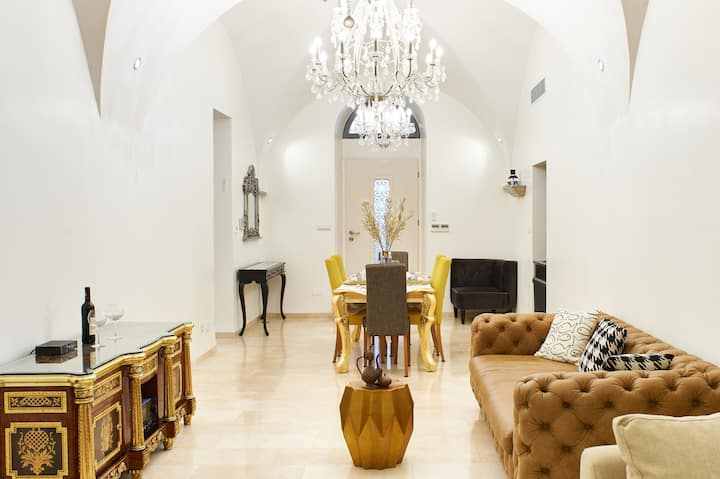 Luxury private garden apartment