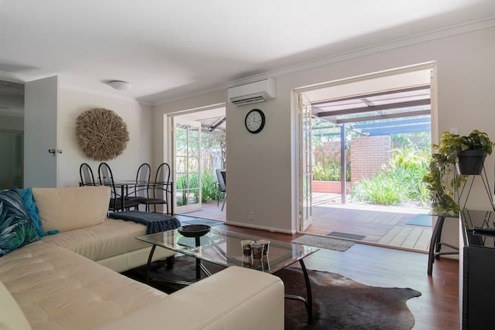 Lovely Villa in the centre of leafy South Perth