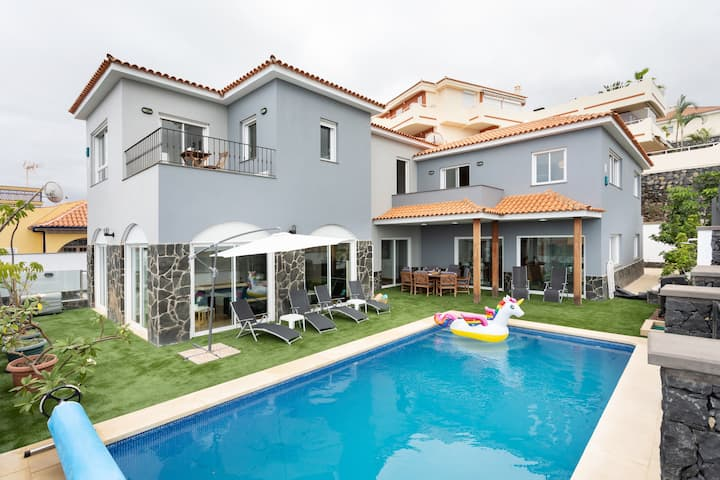Villa Syrah - private heatable pool, wifi, BBQ