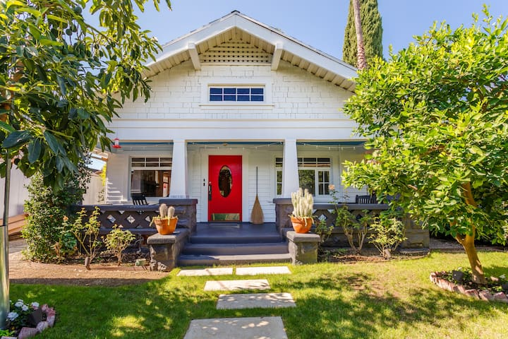 Historic Hollywood Private Bungalow