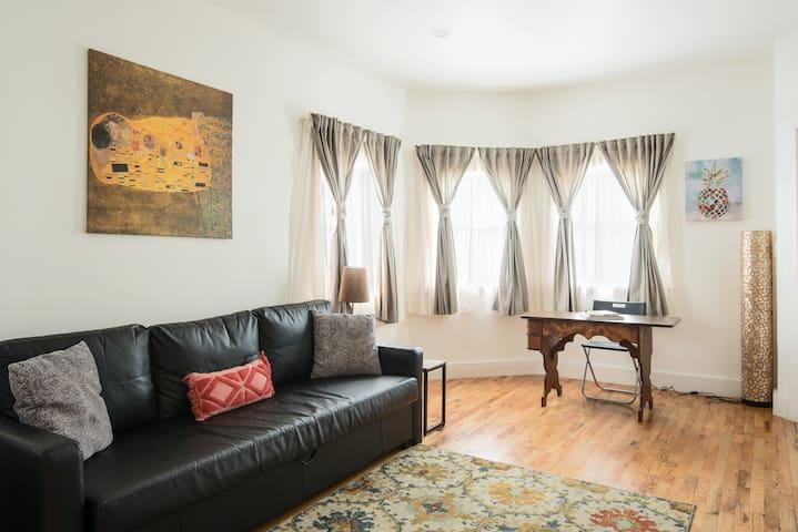 Contemporary apartment near the Beach & Convention