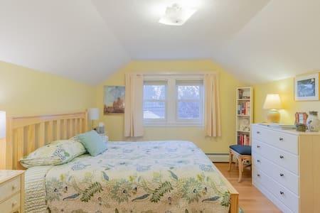Sunny Bedroom in Cozy Bungalow