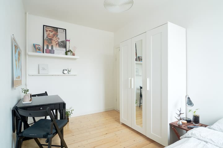 Bright Clean room only 20 min from CPH Center