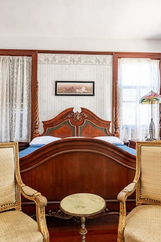 Island Palm Balcony Suite-Grand Manor Mansion