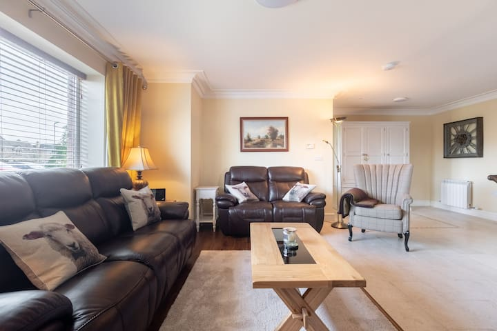 Special & Elegant 2 bed Apartment Fantastic Area