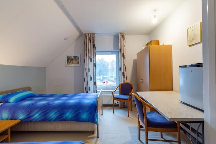 Slaapkamer 2 met haven zicht
