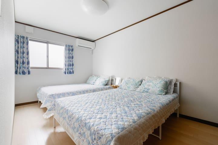 RoomD:2double beds(3rd floor)+closet