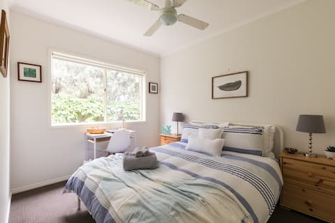 Tamar Cottage on the Bellarine Peninsula (Room 2)