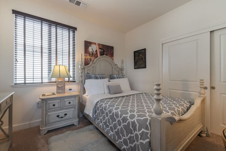 5 Star, Charming & Luxullious,  Cozy Room