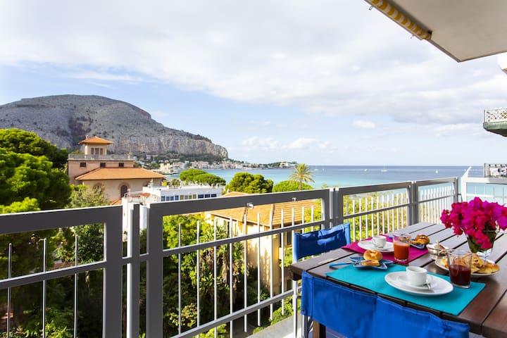 Mondello Luxury Apartment on the Beach