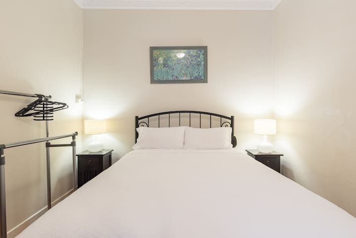 Large room near shopping and public transport
