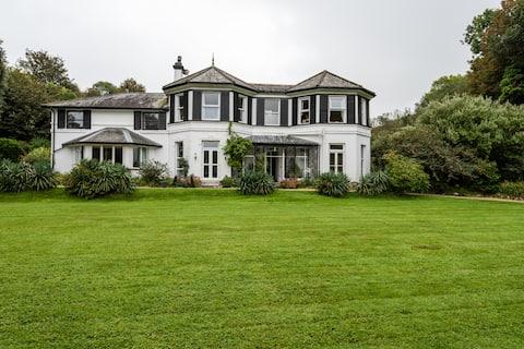 The Grange Residence, Lee Devon