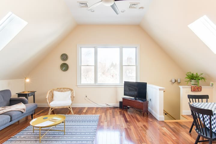 Harvard/MIT/Tufts..Beautiful, Bright  2 Bdrm APT