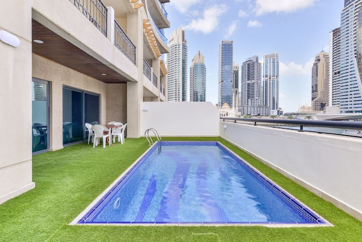 Entire Villa with view on Dubai Marina