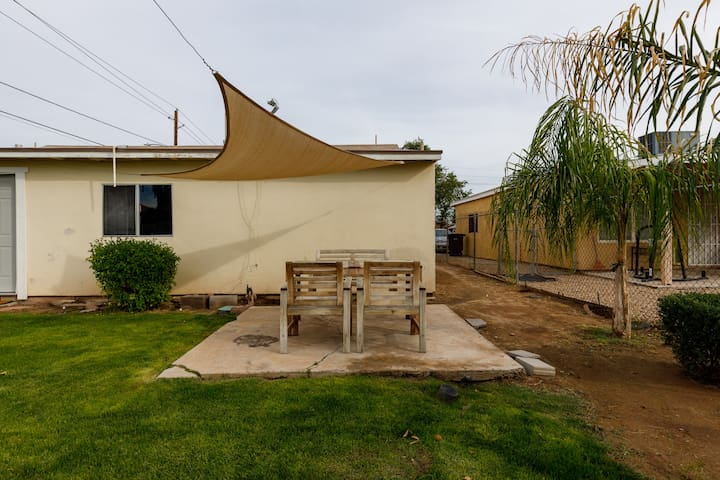 Charming Bungalow near Downtown Chandler w/Yard