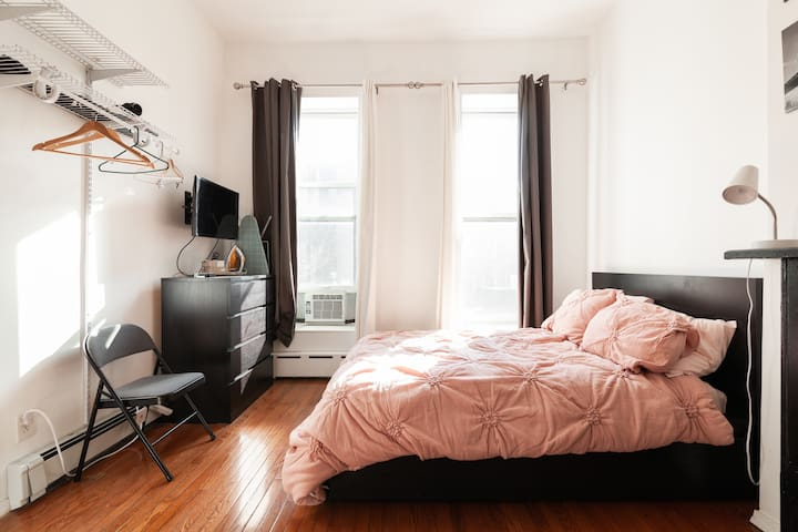 Cozy private apartment in the heart of Bed-Stuy.