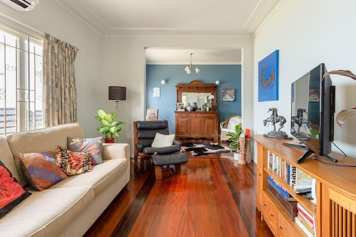 Clean, safe, comfy, close to CBD..excellent value