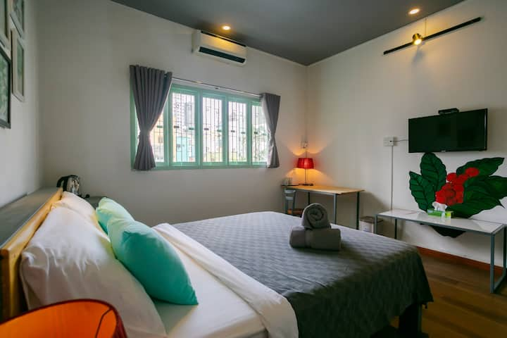 Clean and Tranquil room near Airport & City Center