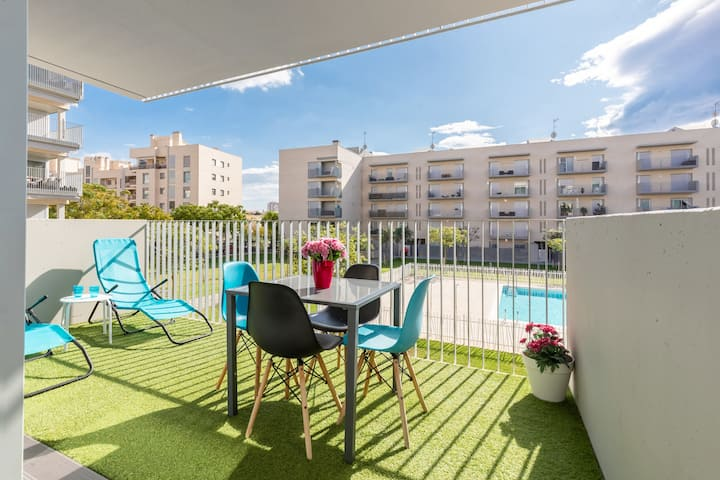 NEW APARTMENT 4 min WALK TO TRAIN & 8 min BEACH