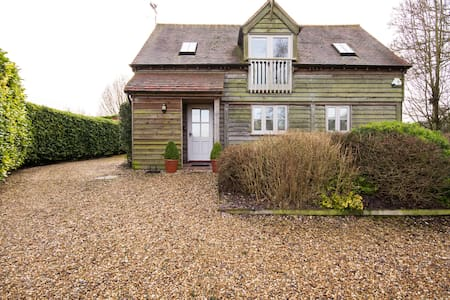 Spacious & beautifully decorated Barn Great Bedwyn