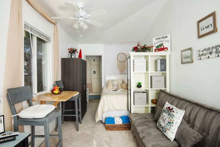 sparkling clean close to everything  rated studio