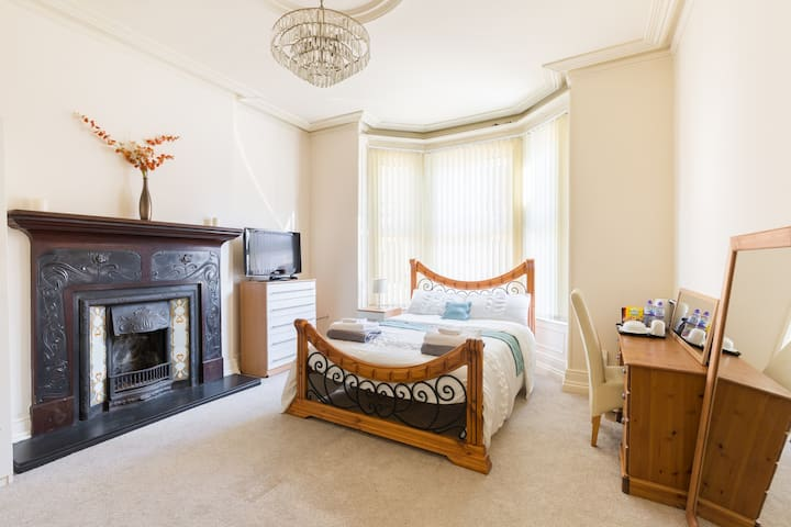 Beautiful Room in Edwardian House Listing 2