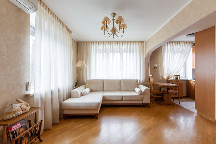 Светлая квартира-студия  в центре Москвы.