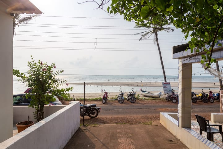 Beach view family 2 bedroom flat on ashwem beach