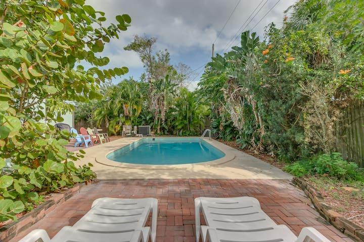Melbourne (Heated) Pool Home Sleeps 10 4 bed/2bath