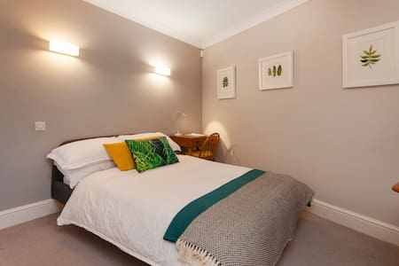 Spacious Comfy Dbl Room with Garden Yoga Studio