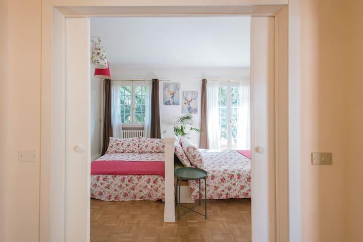 camera 1 - quadrupla con TV - 1 letto matrimoniale standard - 1 letto matrimoniale francese