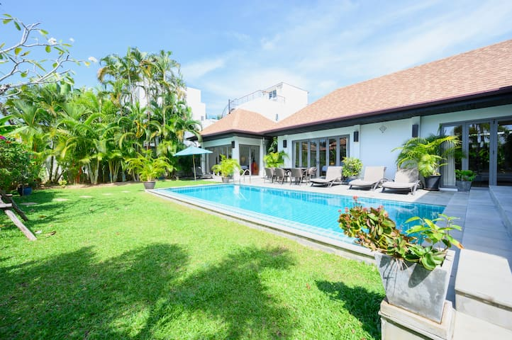 3 bedrooms villa Naiharn beach