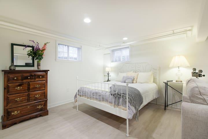 Cozy, comfy queen-size bed