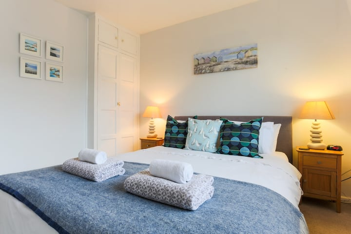 Padstow private self contained apartment.