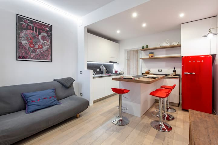 New flat in Milan trendy Isola/Garibaldi district.
